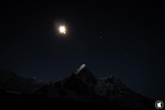 Trek des 3 cols - Ama Dablam sous un ciel étoilé