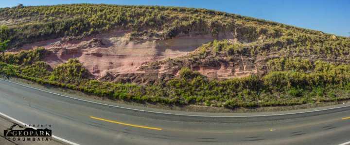 Aluna da UNESP realiza estudo de campo em geossítios de Ipeúna