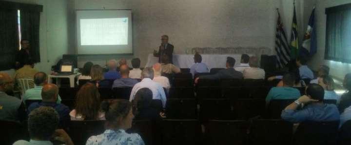 Apresentação do Prof. Alexandre Perinotto, diretor do IGCE UNESP, sobre o Geopark Corumbataí