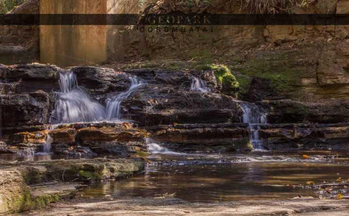 """Salto do Nhô Tó, localizado no Parque Ecológico de Ipeúna """"Henrique Barbeta"""", nos arredores da cidade. Foto: Kolya AA, 2017"""