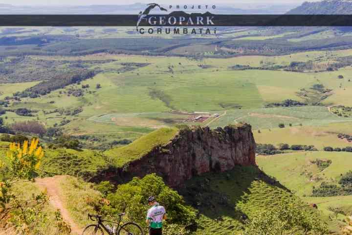Mirante do Morro do Fogão, localizado no alto da Serra de Itaqueri, de onde pode-se observar as cidades de Piracicaba e São Pedro