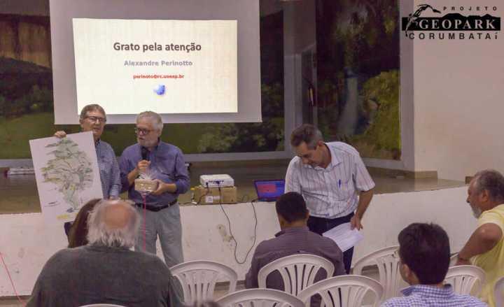 Grupo de Trabalho entrega Mapa e Quebra-Cabeça do Geopark Corumbataí ao município de Ipeúna