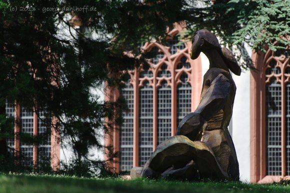 Skulptur vor der Klosterkirche - Bild Nr. 201307210535