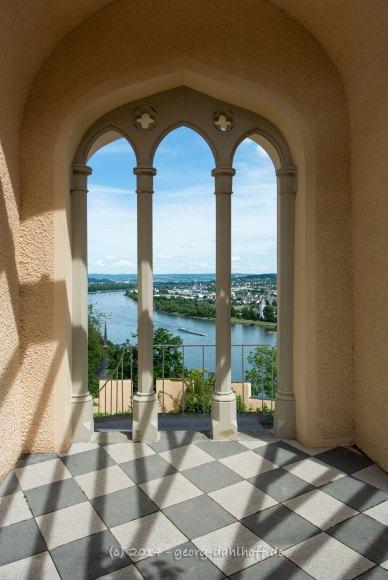 Blick vom Garten auf den Rhein - Bild Nr. 201405252992