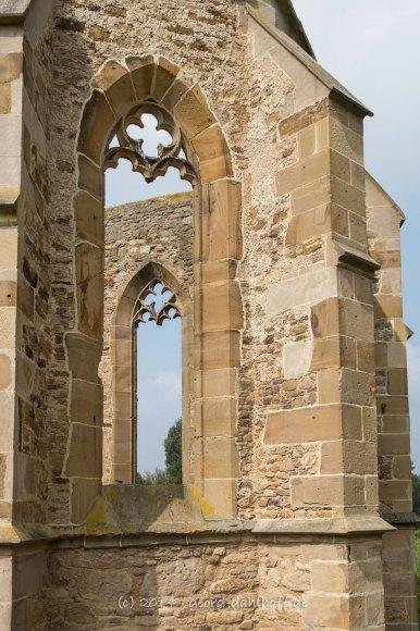 Beller Kirche: Chorfenster mit Maßwerkresten - Bild Nr. 201409071124