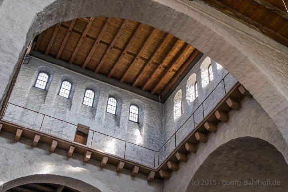 Romanische Basilika: Blick in den Vierungsturm - Bild Nr. 201504122085