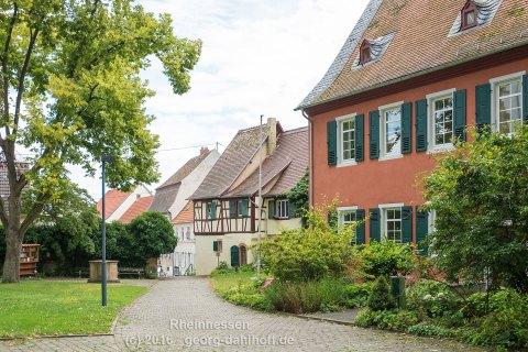 Gau-Odernheim: Häusergruppe an der Kirche - Bild Nr. 201607304834