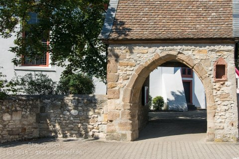 Eingang zum Kirchhof - Bild Nr. 201608150645