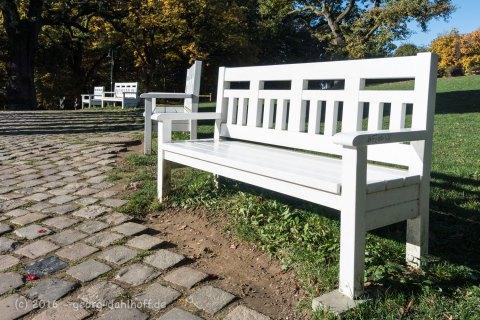 Bänke am Nerobergtempel - Bild Nr. 201610300934