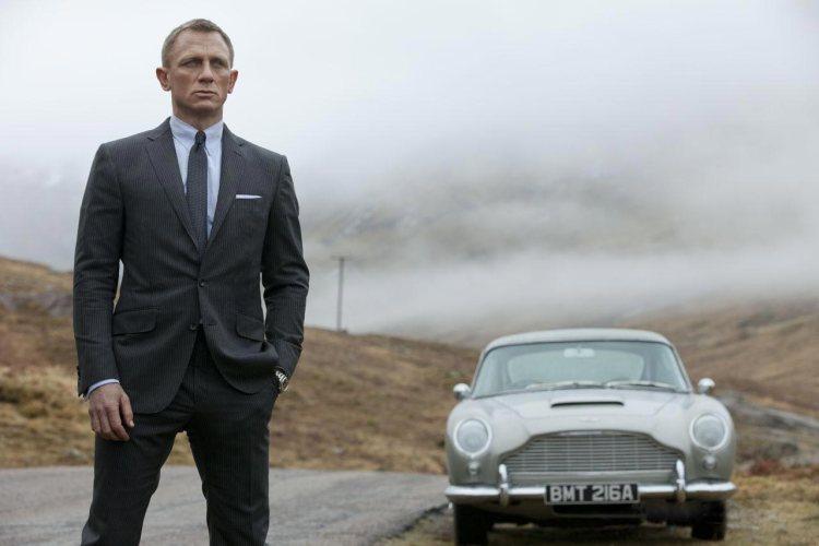 Daniel Craig and that sick Aston Martin DB5