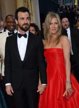 Justin Theroux and Jennifer Aniston (photo by Michael Buckner – © 2013 Getty Images)