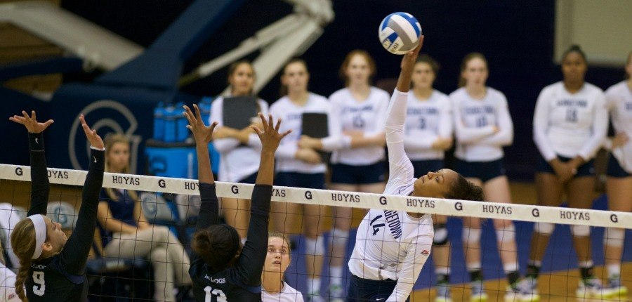 Volleyball Splits Pair in Big East Play
