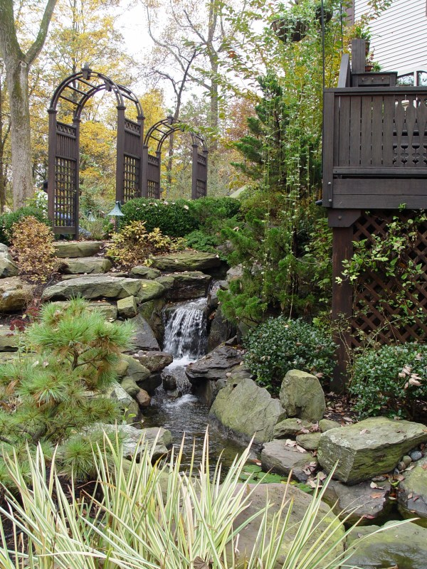 8 landscaping ideas worth borrowing
