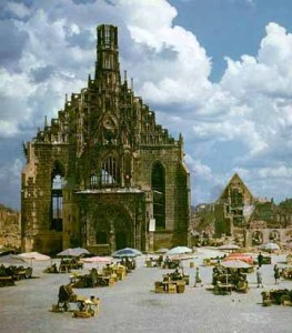 The ancient frauenkirche in the main market platz in 1946. Most of the surrounding area is rubble. Photo credit Scrapbookpage