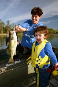 Fishing_Mom_Daughter_DNR_BertDeener