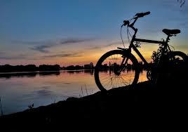 Éjszakai kerekezés az Által-ér völgyében az év kerékpárútján ...