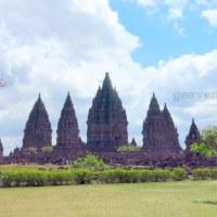 Yogyakarta Temple tour: visit to Borobudur and Prambanan