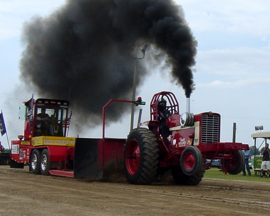 Smoke & Noise–Fun @ the tractor pulls