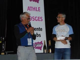 Michel Lavest a remis un chèque de 600€ à la Ligue Contre le Cancer représentée par Pascal Thiriat