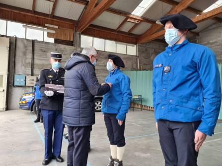 M. le Préfet Yves Seguy a remis les médailles en compagnie de Mme la Préfète de la Région.