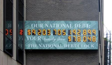 lhorloge de Times Square a cesse de fonctionner car la dette etait enorme