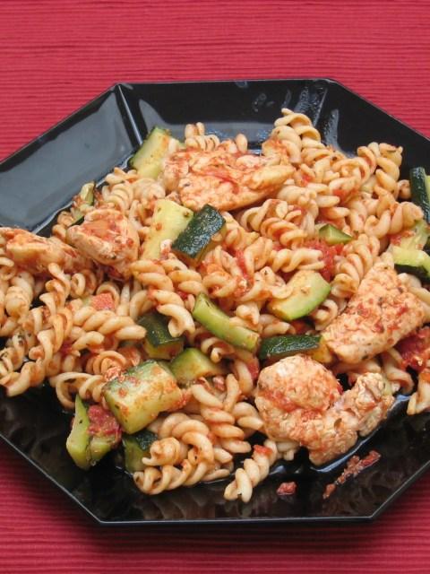 pasta met courgettereepjes en kippenblokjes