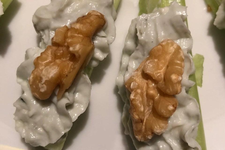 Selderhapje met roquefort en walnoten