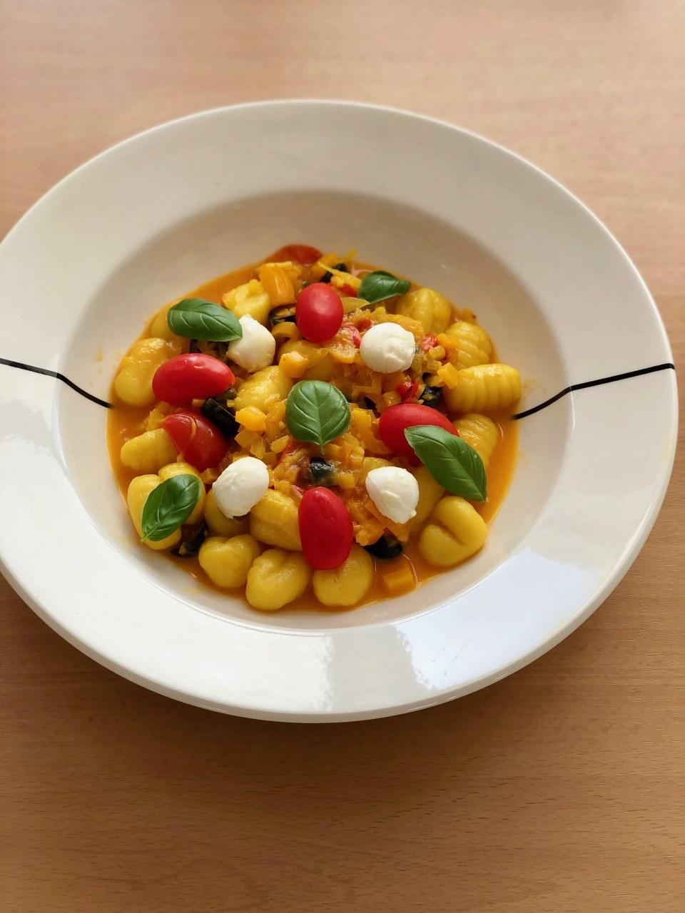 zuiderse gnocchi met gele paprika