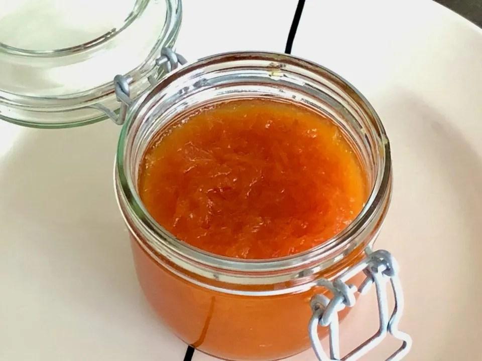 wortelconfituur gekookt in citrusvruchten sap