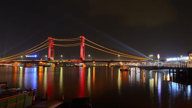 Jembatan Ampera di Palembang. Kredit: Wikimedia