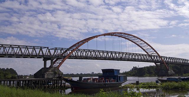 Jembatan Kahayan Palangka Raya.  Kredit: Wikimedia
