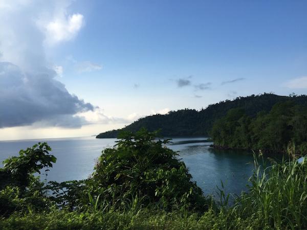 Pemandangan yang indah di sepanjang jalan ke Kao. Kredit: Avivah Yamani