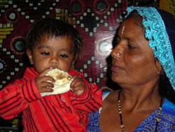 [photo] Pakistani woman with child