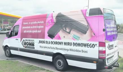 ROMB Fahrzeug mit Werbung