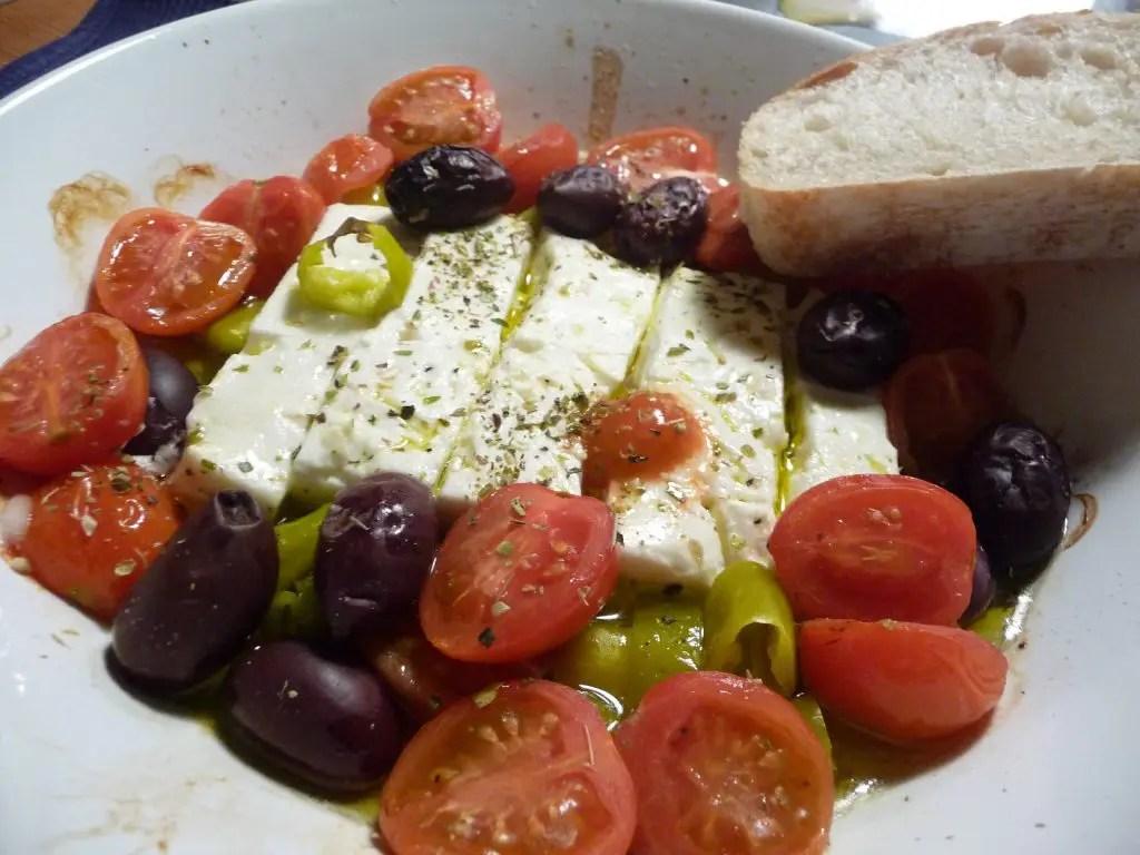 saganaki gebratener feta mit oliven peperoni und tomaten germanabendbrot. Black Bedroom Furniture Sets. Home Design Ideas