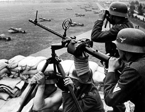 Luftwaffe_Helmets_-_Gunners