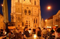 Sitting out in the plaza around the Regensburg cathedral