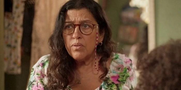 Regina Casé (Lurdes) em cena de Amor de Mãe, novela das nove da Globo (Foto: Reprodução/Globo)
