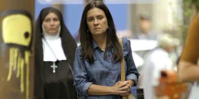 Adriana Esteves (Thelma) em cena de Amor de Mãe (Foto: Reprodução/Globo)