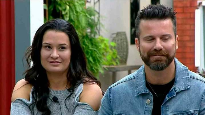 Marlon se estressa com repórter que entrevistou sua ex-mulher, Letícia Oliveira (Foto: Reprodução)