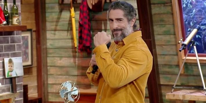 Marcos Mion no comando de A Fazenda 12, que venceu a Globo na audiência (Foto: Reprodução/Record)
