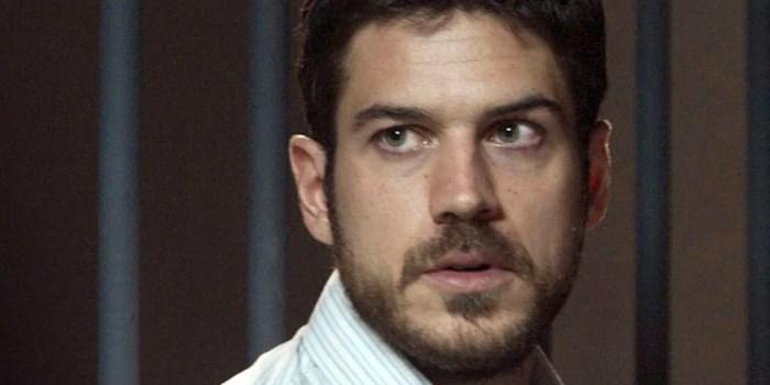 Zeca (Marco Pigossi) é preso como traficante em A Força do Querer (Foto: Reprodução/Globo)