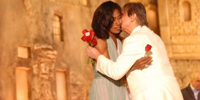 Gloria Maria e Roberto Carlos no especial em Jerusalém (Foto: Zé Paulo Cardeal/Globo)
