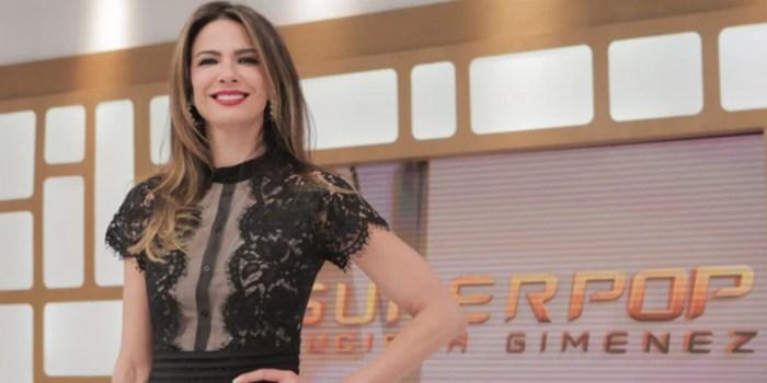 Luciana Gimenez no comando do SuperPop (Foto: Reprodução/RedeTV!)