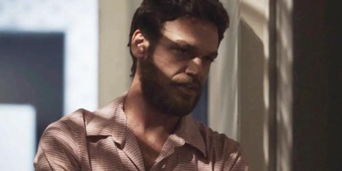 Rubinho (Emilio Dantas) é escorraçado pela mulher na novela das nove (Foto: Reprodução/TV Globo)