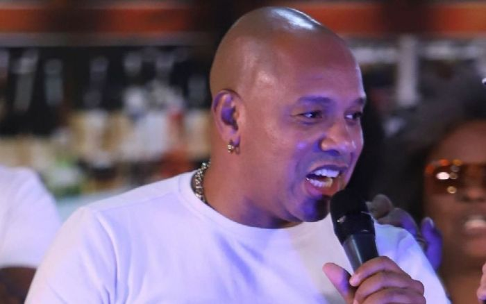 Anderson Leonardo, vocalista do Molejo presta depoimento (Foto: Reprodução)