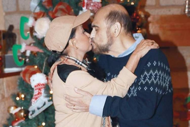A intérprete de Chiquinha e do Seu Barriga se beijam (Foto: Reprodução)