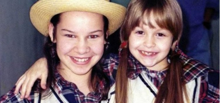 Fernanda Souza e Carla Diaz quando crianças (Foto: Reprodução)