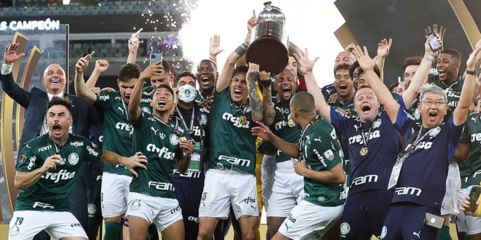 Jogadores do Palmeiras comemoram o título da Libertadores 2020; jogo fez o SBT líder de audiência (Foto: Cesar Greco/Palmeiras)