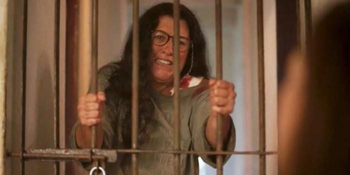 Lurdes (Regina Casé) fica presa em cativeiro em Amor de Mãe (Foto: Reprodução/TV Globo)
